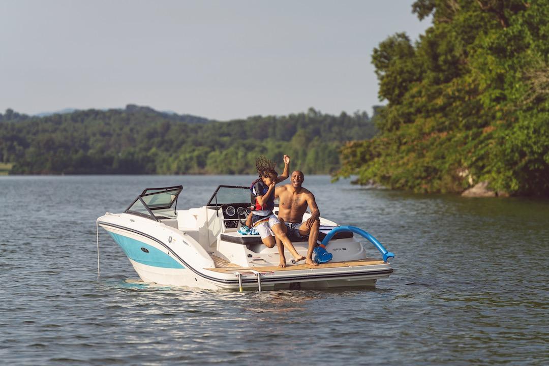 2021-SPX-190-SPX190-lifestyle-port-stern-three-quarter-family-life-jacket-jumping-swimming-swim-ladder-swim-platform-01116